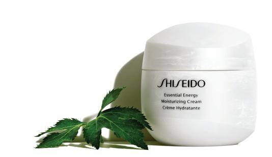 Công thức dầu khóa ẩm của Shiseido Essential Energy giúp dưỡng ẩm chuyên sâu.