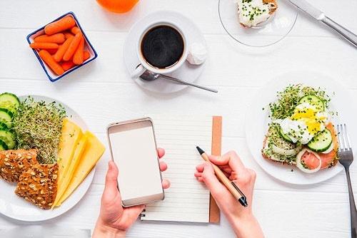 Cách ăn uống phù hợp và dinh dưỡng cho nữ tập Gym