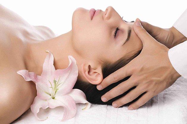 Massage nâng cơ mặt là một cách đơn giản để ngăn ngừa lão hóa, tuy nhiên bạn cần phải có sự kiên trì