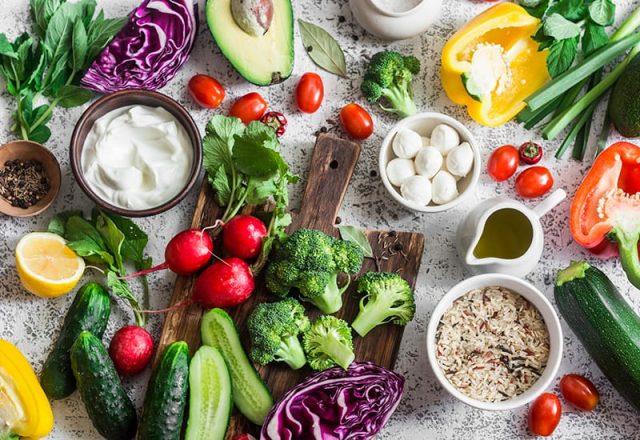 Nên ăn kết hợp nhiều loại rau củ quả tươi vào thực đơn mỗi ngày