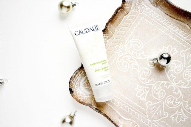 Caudalie Gentle Buffing Cream: Kem tẩy tế bào chết, điều tiết dầu, không chứa sulfates và paraben. Giá: khoảng 560.000VND/75 ml.