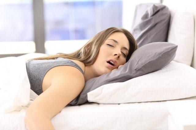 ngủ nghiêng bên trái 06