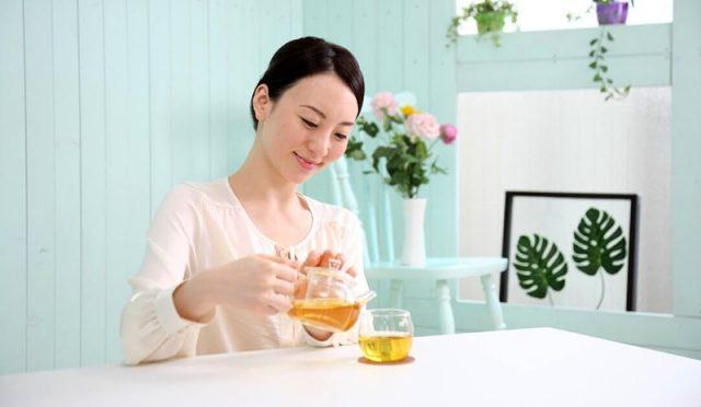Tại sao có người uống trà mất ngủ, có người ngủ rất ngon?